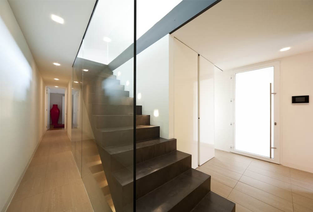 glass staircase panel